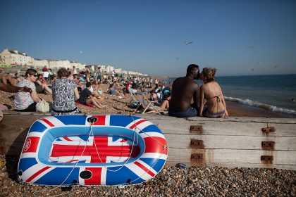 Hottest October day on record. Brighton Beach, U.K. October 2011